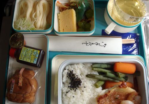 002ガルーダ航空の機内食.jpg