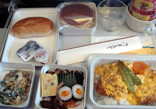 ベトナム航空の機内食.jpg